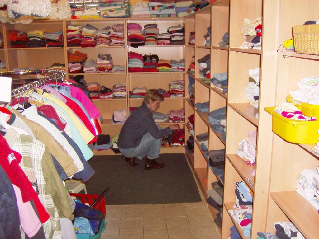 Kleiderladen neue Regale 002
